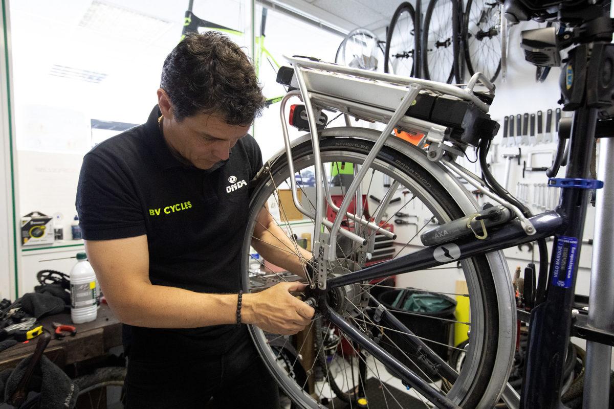 Atelier de réparation de vélo à Saintes